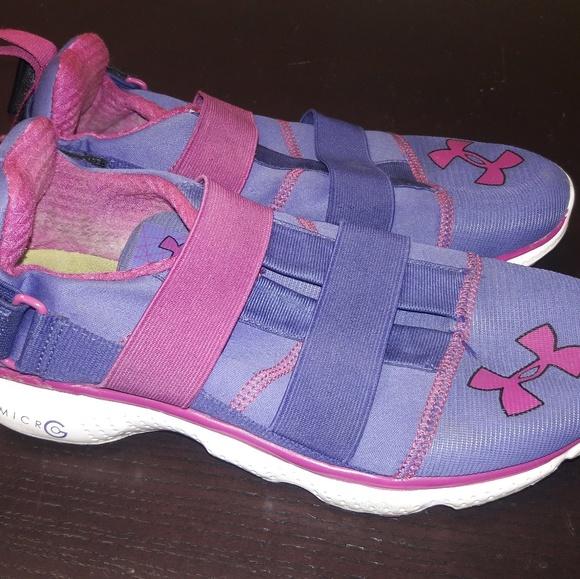 Womens Sz 5 Under Armour Summer Shoes